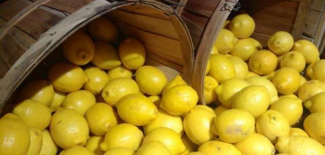 مع ارتفاع أسعاره الغير مبررة.. 4 بدائل لليمون في المطبخ ...