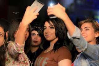 من غير اندهاش.. سمارة تطلق احدث أغنياتها عبر قناة خاصة (صور)