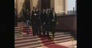 مغادرة علاء وجمال مبارك من مسجد المشير بعد صلاة الجنازة على الرئيس الأسبق