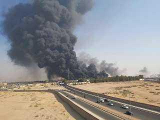 الحماية المدنية تحاول السيطرة على حريق ماسورة بترول بطريق الإسماعيلية الصحراوى.. فيديو