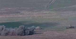 عقب قصف أذربيجاني.. اشتعال النيران في حافلة بأرمينيا